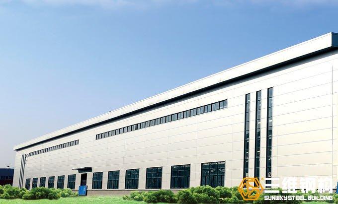 钢结构厂房工程建筑面积9000余平米,用钢量1000余吨,檐口高度