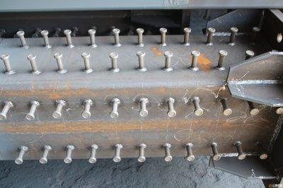 山东钢结构厂家解析箱形钢柱栓钉焊接要点